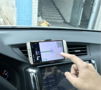 Držák na mobil do auta do větrací mřížky HS-1409